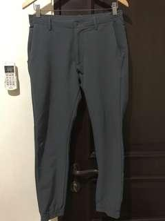 Uniqlo jogger pants (polyester) size SMALL