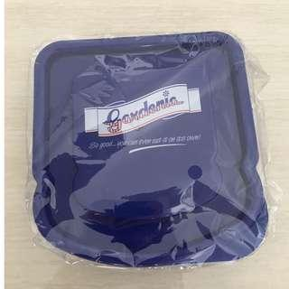 Gardenia lunch box container with star-shaped cookie cutter