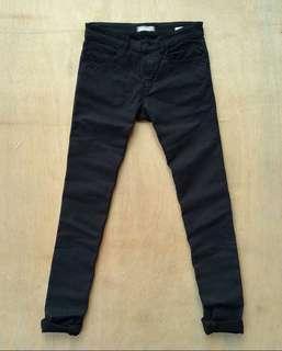 Jeans Uniqlo bahan stretch baru pakai sekai