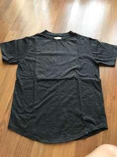 Preloved Anders Grey Tshirt tees Small