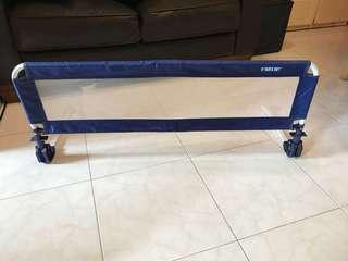 嬰兒床邊防跌護欄