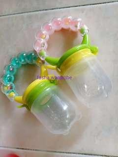 Rattle Baby Food Pacifier Feeder (Size M)
