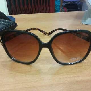 New Kacamata Trendy Keren Warna Hitam / Coklat Pilih