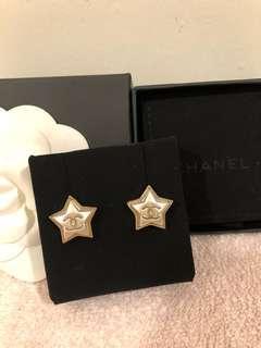 Chanel全新星星耳環