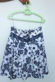 Skirt motif bunga