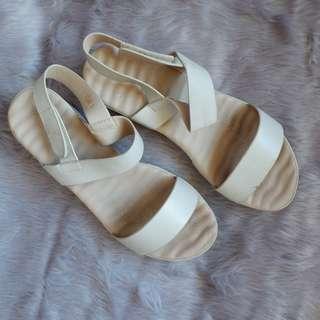 Parisian white / cream sandals 38