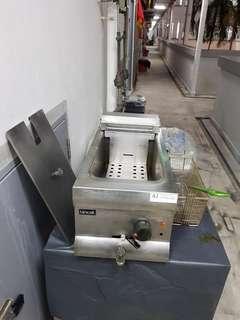 Lincat table-top electric deepfryer