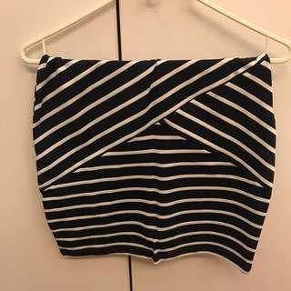 🌟 BRAND NEW Pull & Bear blue & white striped skirt