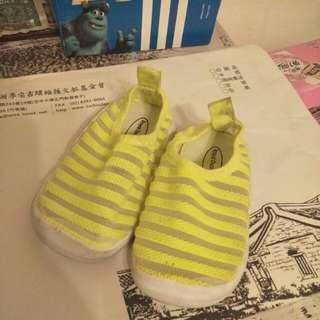 正品 Nike 毛毛蟲鞋 透氣洞洞鞋 兩雙200元