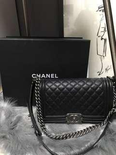 #25 Chanel Boy Old Medium Caviar