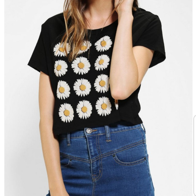 222094489 Authentic urban outfitters daisy crop top, Women's Fashion, Clothes ...