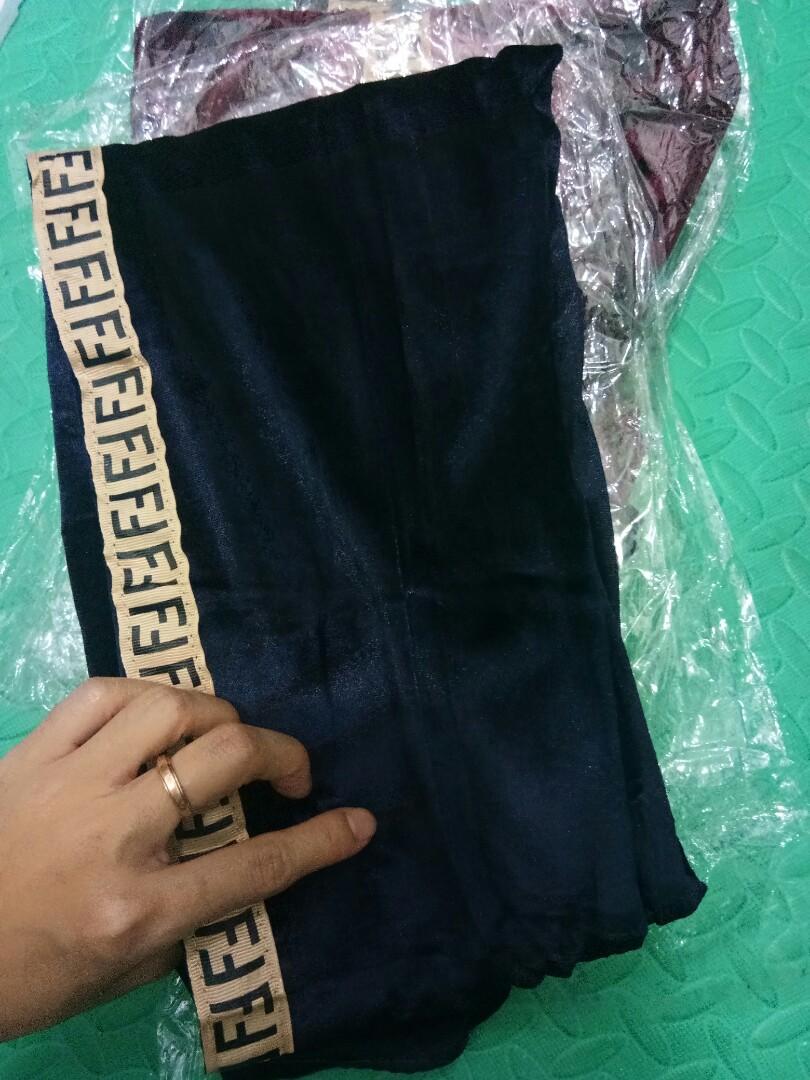 Celana Legging Fendi Fesyen Wanita Pakaian Wanita Bawahan Di Carousell