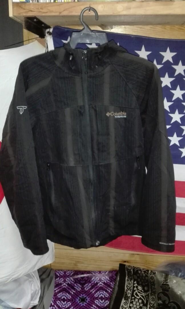 Columbia titanium outdoor brand jacket M 6dfc18dc9e
