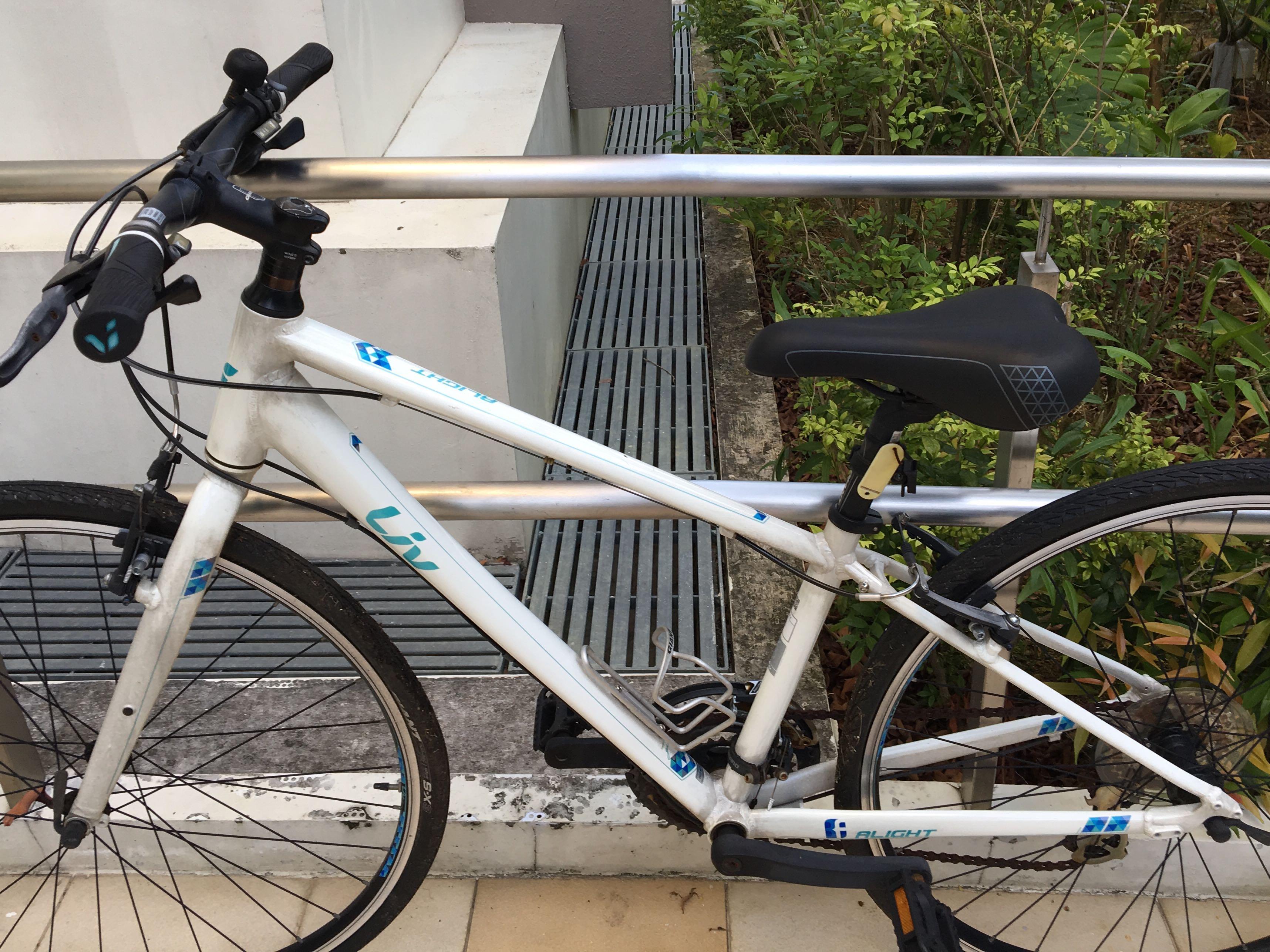 "Ladies hybrid bike (17"", white Giant Liv bike), Bicycles"