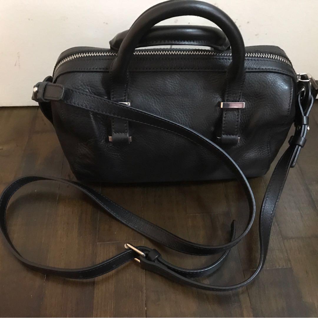05cfc6c1926 Massimo Dutti Small sling bag, Women's Fashion, Bags & Wallets ...