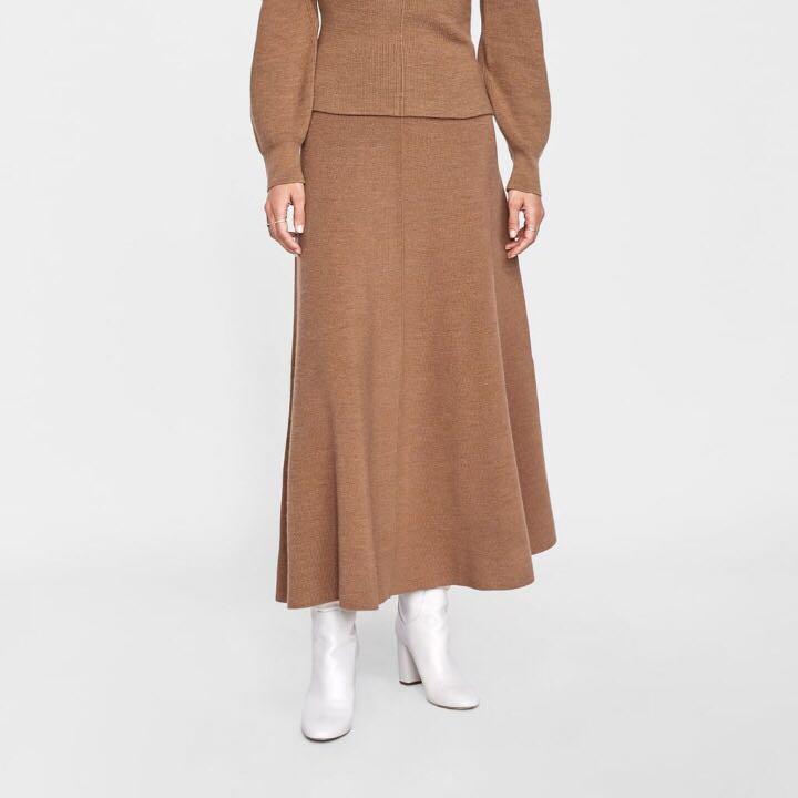 a4a507ca72 NEW) ZARA Knit Midi Skirt, Fesyen Wanita, Pakaian, Bottoms di Carousell