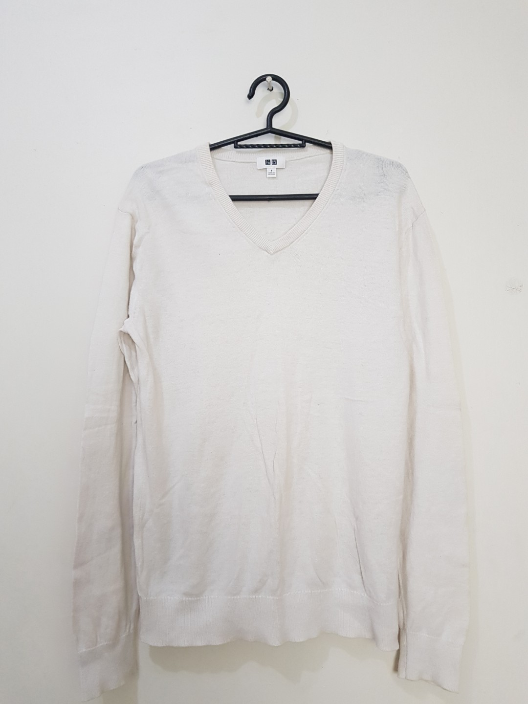 542d9910f04442 PRELOVED UNIQLO WHITE PULLOVER, Men's Fashion, Clothes on Carousell