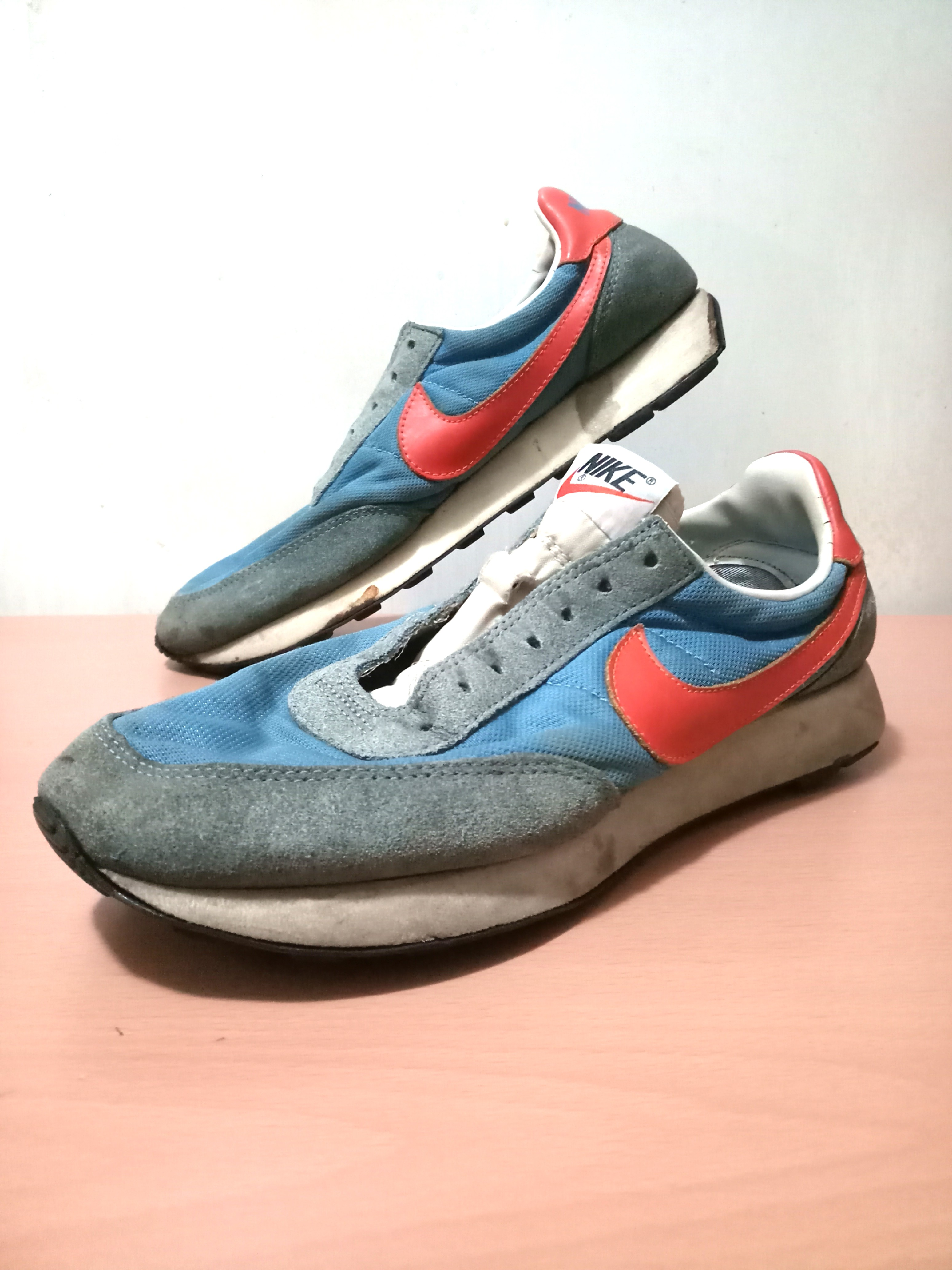 f34c907a261 Vintage Nike shoes, Men's Fashion, Footwear, Sneakers on Carousell