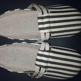 全新包頭拖鞋款間條涼鞋