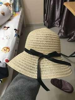 Beach hat with black ribbon - brand new