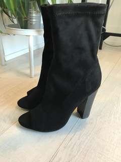 Black bootie (7.5)