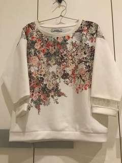 Pull n Bear pullover sweater/ beigefloral