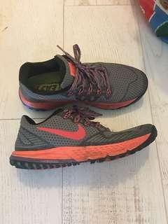 Nike Air Zoom Wild Horse size 8.5