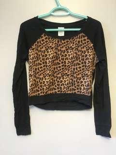 VS Pink long sleeve leopard crop top