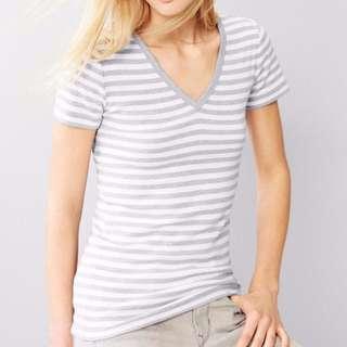 🚚 近全新✨美國gap v領上衣 Tshirt  淺灰白條紋 xxs =S 純棉 莫代爾棉