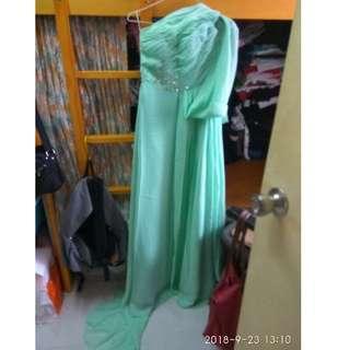希臘女神斜肩拖尾款淺綠色長裙