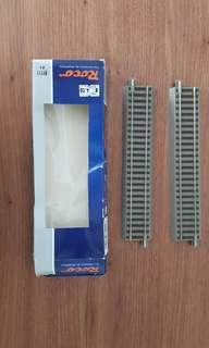A pair of train tracks great for models , minature display etc perfect condition and never been played with before. Made in EU. Box not in good condition so not for fussy buyers.