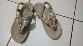 Sepatu sendal kelsey