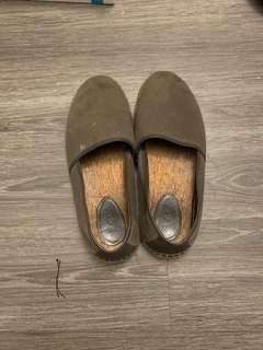 Ugg shoe, size 10.5