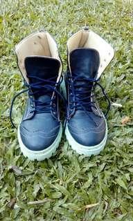 PL sepatu boot