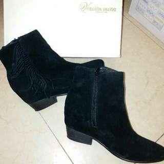 I.t Venilla Suite 黑色猄皮民族流蘇短靴 Ankle Boot Size39