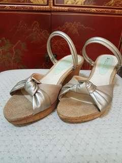 Cocoro comfort heels with straps that can be drawn - sz 5