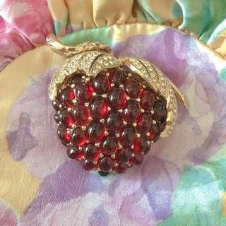 🉐️Vintage Ciner rasberry brooch 紅莓胸針