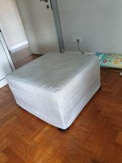 Ottoman / Foldable Bed