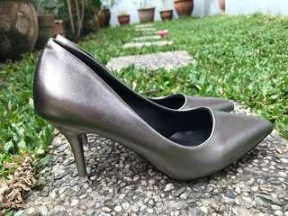 Brand new Korean style metallic gray pumps