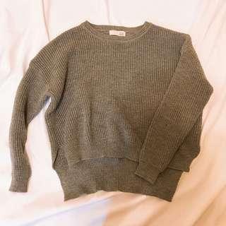 厚實感灰色前短後長毛衣