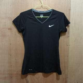 NIKE WOMENS DRIFIT TRAINING V-NECK TEE - MEDIUM