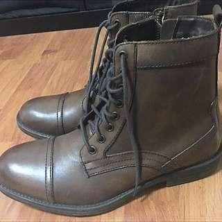 Boots Kenneth Cole Size 8