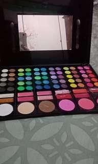 Eyeshadow, blushon, lipstik
