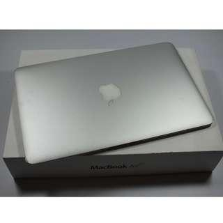 """Very Good Condition 11"""" Macbook Air 2013 model(700sgd)"""