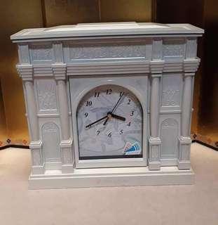 Yumi Katsura Musical Jewelry box with clock