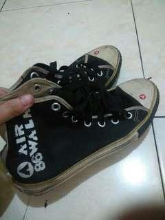 REPRICE !!! Sepatu airwalk black and white !!!