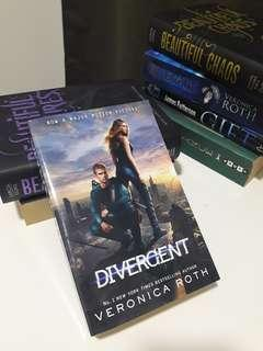 Divergent Series. Divergent by Veronica Roth