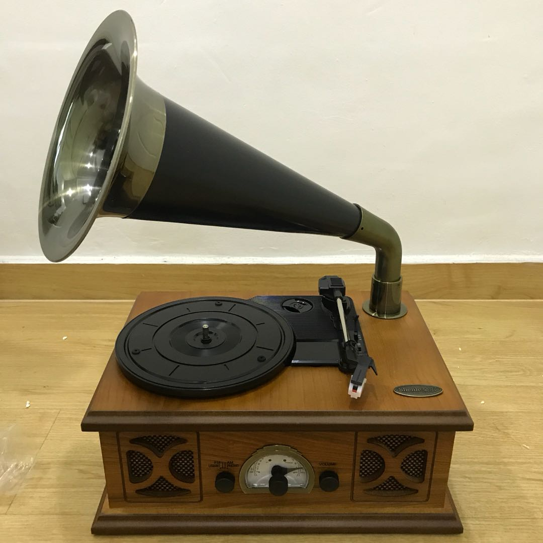 BRAND NEW- TURNTABLE (3speeds) + MP3 Player + FM RADIO ( In vintage style  design)