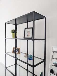 Lemari pajangan IKEA VITTSJO like new