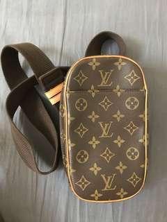 🚚 Louis Vuitton 胸包 胸背包 單肩包 包況優 真品